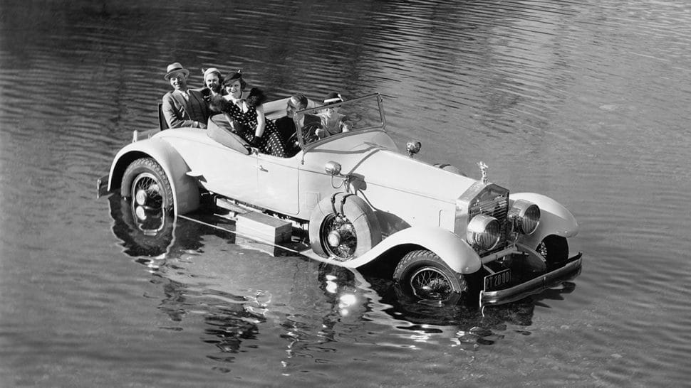 a bad mistake: car driven into the middle of a lake